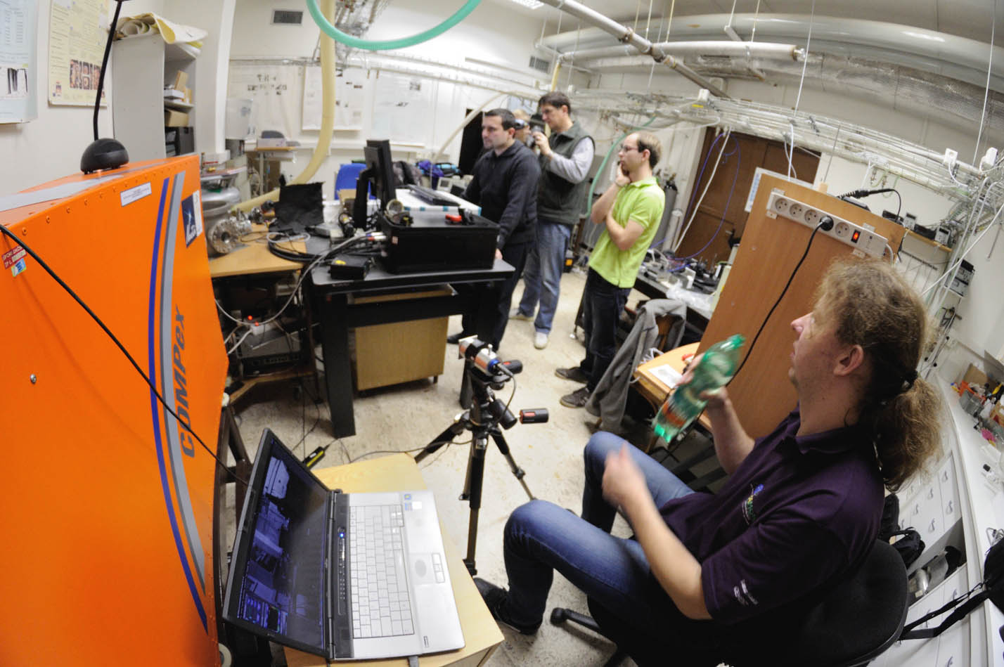 Comparative spectroscopy in the laboratory of the J. Heyrovsky Institute of Physical Chemistry.